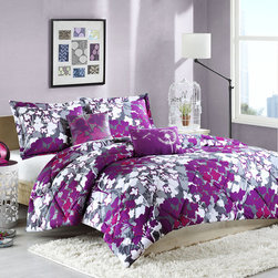 ID-Intelligent Designs - Intelligent Design Annette Polyester 5-piece Comforter Set - This charming duvet set features a playful floral print and two throw pillows to match the comforter and shams. Made of polyester,this comforter set is soft and comfortable as well as beautiful.