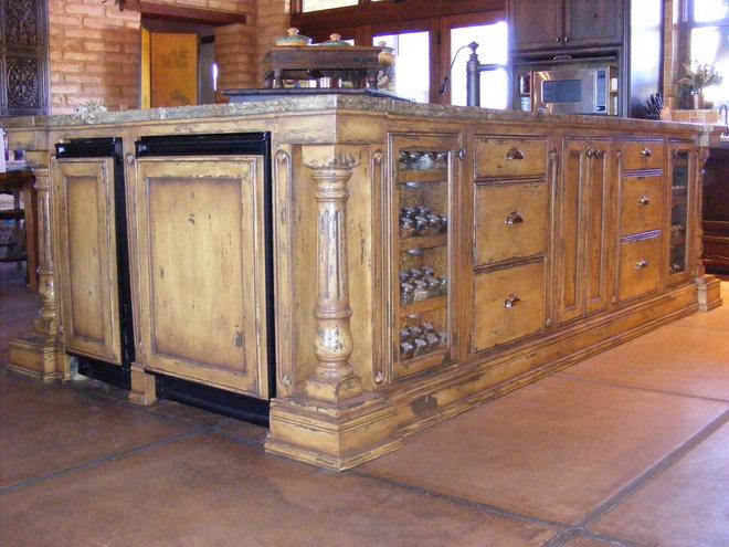 Rustic Kitchen Cabinets by Vivienda LLC