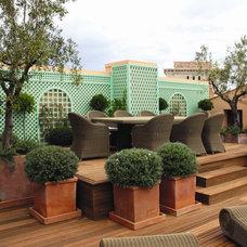 Mediterranean Patio by Riviera Gardens