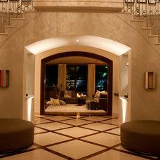Contemporary Entry by Toro-Lombardo Design Build