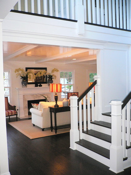 Traditional Staircase by Dave Lane Construction Co.