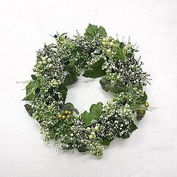 Berry Wreath, Green - This little wreath is perfect for spring.