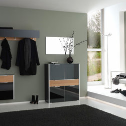 Emotion Holtkamp - Sleek and ModernDiverse coat rack elements provide well-thought out hanging possibilities.Straight-lined and PracticalDifferent wardrobe units and dressers offer plenty of room for stowing shoes and more.The Perfect CombinationSolid oak fronts create an inviting contrast against the frosted gray glass surfaces.