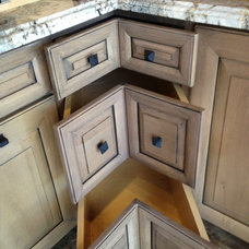 Kitchen Cabinets by Hunts Home Interiors & Design