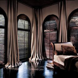 Heritance® hardwood shutters with Front Tilt Bar - Hunter Douglas Custom Shutter Collection Copyright © 2001-2012 Hunter Douglas, Inc. All rights reserved.