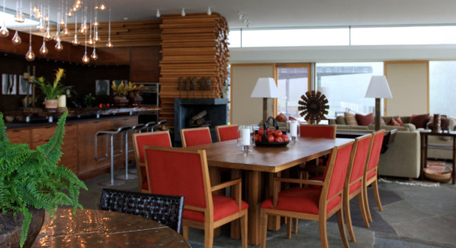 Contemporary Dining Room by Jorge Rosso Architecture/Interiors