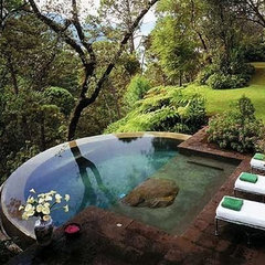 tropical  Amazing Hot Tub