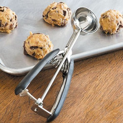 OXO Cookie Scoop - The secret to evenly baked, uniform, perfectly shaped cookies has finally been revealed: cookie scoops. They'll change your life.