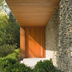 modern entry by Grunsfeld Shafer Architects