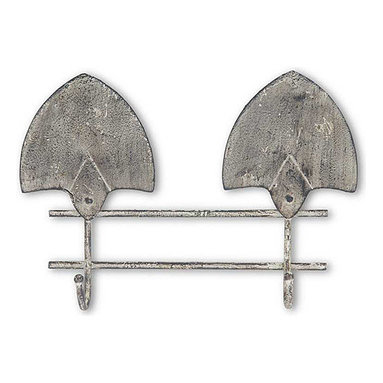 K&K Interiors - Metal Garden Spade Wall Hanger - Hang gardening essentials in style with this vintage-inspired, weather-worn wall hook that features a durable construction for extended use.   16'' W x 11.5'' H x 3.5'' D Metal Imported