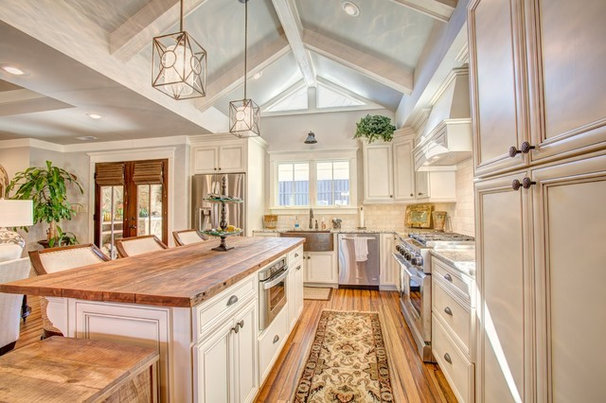 Traditional Kitchen by VTS Homes