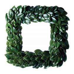 Origin Crafts - All green fresh magnolia square wreath - All Green Fresh Magnolia Square Wreath Simplicity at its finest! Our beautiful all green magnolia wreath hand-crafted from grandiflora hidings its rich copper undersides. Glossy green leaves create a dramatic monochromatic look. A best-seller every year! Cut fresh from the farm daily. Made by hand