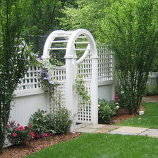 Traditional Landscape by Fairfield House & Garden Co