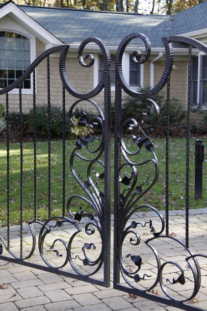 Traditional Home Fencing And Gates by Sek Designs