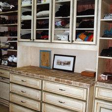Traditional Closet by Malka Sabroe-JoHanson