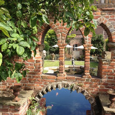 Restoration House, Rochester, England Pool arch