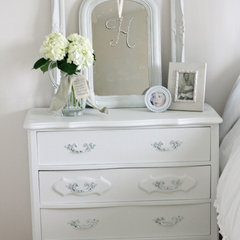 traditional bedroom by French Larkspur
