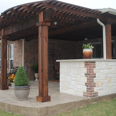 Traditional  by EEI Outdoor Living & Landscape