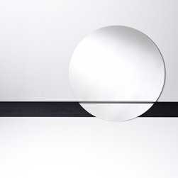 Decora Slide Circle Mirror - Deknudt Mirrors - Round mirror with a slim synthetic plate on the black