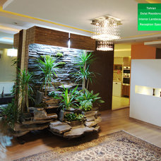 Modern Indoor Pots And Planters by Atieh Shahr Consultant Engineers
