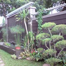 Contemporary  by angelien garden & landscape