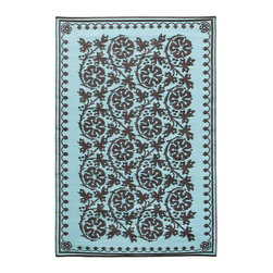 KOKO - Cinquefoil Floormat - 4' x 6' - Ice Coffee. - You can use this chic propylene floor mat inside or out. It rinses clean with a hose, and is reversible for longer life and added visual interest. A charming addition to the porch, patio or playroom.