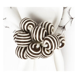 Juliska - Juliska Stripe Bead Bouquet Napkin Ring Espresso - Juliska Stripe Bead Bouquet Napkin Ring EspressoA bangle, a bauble, and beads all wrapped into one, this burst of cheerful and chic Espresso stripes is a wonderful way to pattern mix with your napkins and settings. Dimensions: 3'L