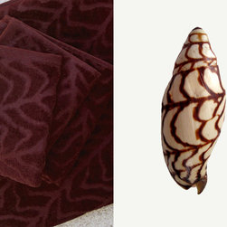"""Affina - Bednalli Bath Towel Set - Volutidae snail shells are often referred to as the """"aristocrats"""" of the shell world, due to their striking patterns. The Voluta Bednalli, discovered in the 1800s in Darwin, Australia by William Tompson Bednall, is a rare species with an exceptionally elaborate pattern."""