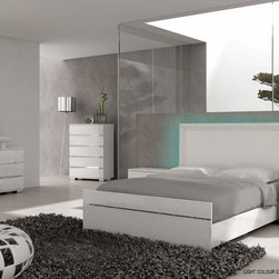 LIVE Contemporary Bedroom Collection - AHU- LIVE Modern And Elegant With Multi Color Ambient Lighting Headboard And Sleek Silver Lines Bedroom Set