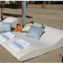 Modern outdoor chaise lounge chair - Modern, Tide, double -wide chaise lounge chair from la-Fete Design.