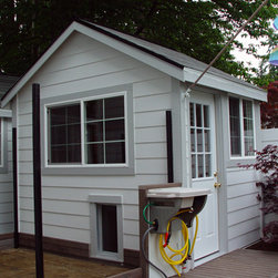 Play house, dog kennel & shed. -