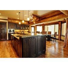 Kitchen by Mountain Log Homes & Interiors