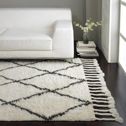 Nuloom - nuLOOM Hand-knotted Moroccan Trellis Natural Shag Wool Rug (8' x 10') - Inspired from Morocco,this hand-knotted trellis shag rug is made of 100-percent wool. Both ends contain hand-braided tassels. With a soft and plush pile,make your space feel right at home.