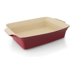Berghoff - Geminis Large Rectangular Baking Dish - Didn't you just say the other day that you wanted to try the latest gratin recipe from Bon Appetit? Well, what's the excuse? With this rectangular shape, beautiful red stoneware, you can impress your guests (or yourself) with your culinary masterpiece, even if it was not so difficult to prepare.