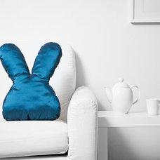 Modern Pillows by frappante design s.r.o.