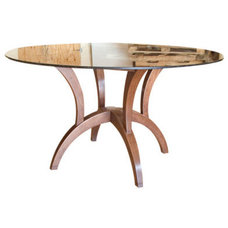 Traditional Dining Tables by JAGOLI