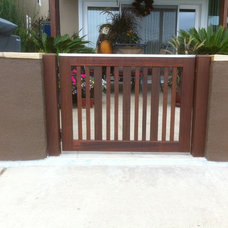 Beach Style Fencing by SD Independent Construction