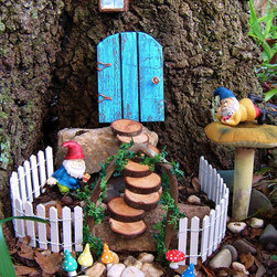 Fairy Garden Set by Hickory Hill Woodworks - This couldn't be more inviting. I'd want to climb up those steps and go right into that tree myself.