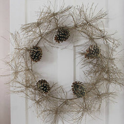 Sparkle Pinecone Wreath - The delicate look of this Sparkle Pinecone wreath makes me wax nostalgic for cozy nights and frost-kissed mornings.