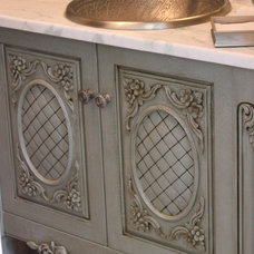 Traditional  by Colonial Craft Kitchens, Inc
