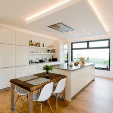 Contemporary Kitchen by Julia Vogel Photography