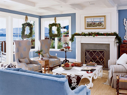 Christmas Decortaing in Living Room - MyHomeIdeas.com