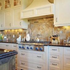 Traditional  by Veranda Estate Homes & Interiors