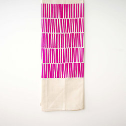 Flour Sack Tea Towel in Fuchsia - Cheer up your kitchen with this organic cotton tea towel. Perfect for summer hostess gifts or using at home, the large size makes it easy to dry lots of dishes fast.