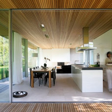 Glass-Bungalow-Design-with-Some-Wooden-Materials-Kitchen-and-Dining-Table-800x55