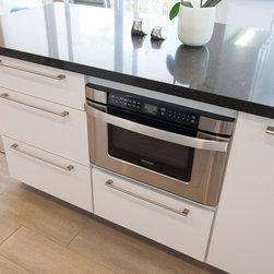 Dynasty, Soho, Maple, Opaque, Pure White - Dynasty by Omega cabinetry in Soho Slab door style, Maple Opaque wood in Pure white.