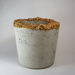 Extra Large Handmade Concrete Gold Planter by Dachshund in the Desert - Oh what a delicious bit of bling this hand-painted concrete can bring to any decor! I love the contrasting roughness and gold color of the planter's edge, which is sealed so that it's perfectly weather resistant and ready for outdoors.