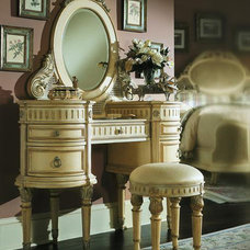 Traditional Bedroom Products Dressing Table With Stool and Mirror