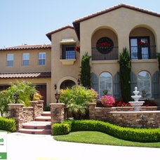 Mediterranean Landscape by A Green Thumb Landscape Consulting & Design