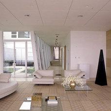 Modern Living Room by RYAN ASSOCIATES GENERAL CONTRACTORS